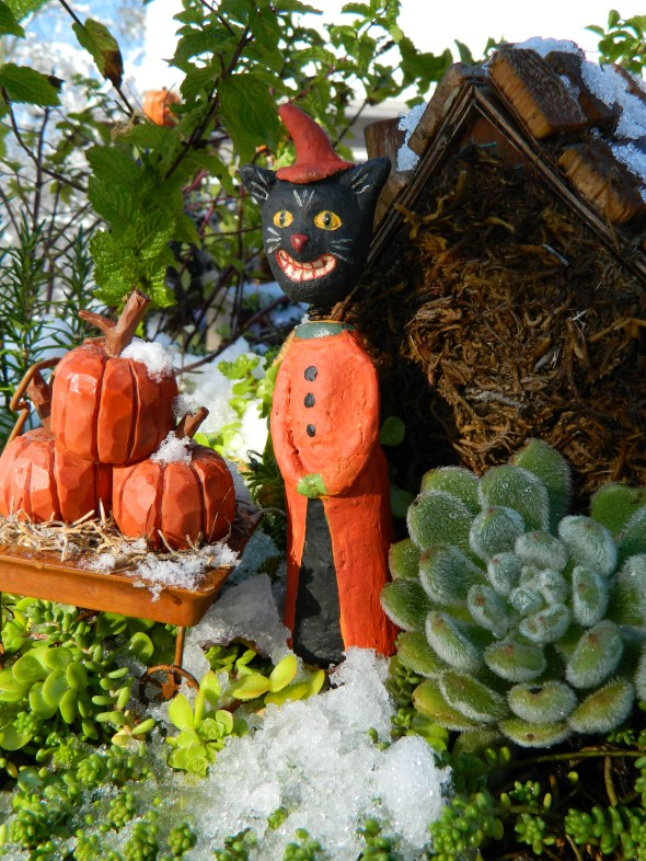 Kitty Decor on a Halloween from the Past - A chillier one!